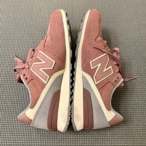 New Balance WL696WSC Sneakers in Pink